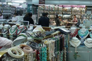 320_1320436_gemstones_pearls_market_china
