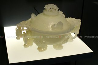 320_1160653_nephrite_bowl_mutton_fat_MAA_SF